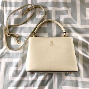 • white leather shoulder bag •